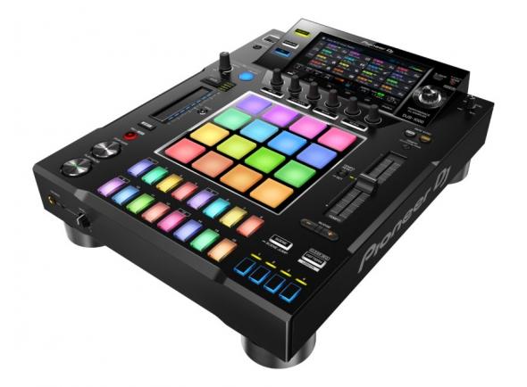 Pioneer DJS-1000 B-Stock   Eleve todos os padrões, conheça o sampler independente DJS-1000 da Pioneer DJ. Uma interface intuitiva para aplicações de DJ com funções poderosas para improviso criativo com características únicas